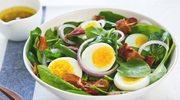 Sałatka z jajkami i boczkiem