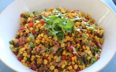 Sałatka z kukurydzą /materiały prasowe
