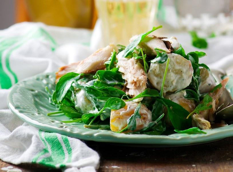 Sałatka z makrelą i ziemniakami /123RF/PICSEL