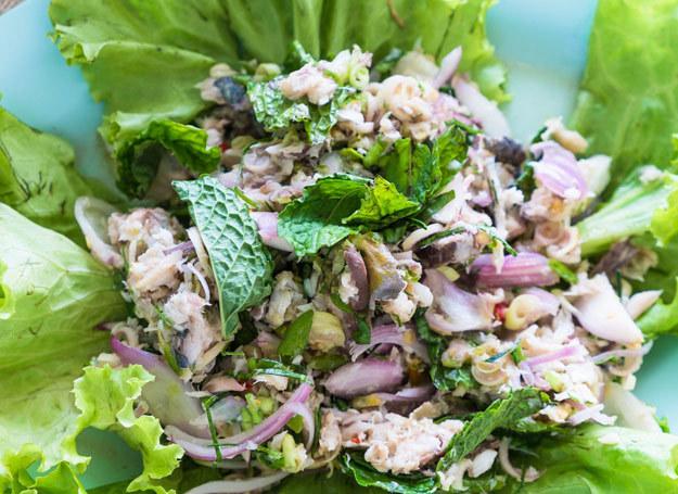 Sałatka z makreli smakuje wyjątkowo. /123RF/PICSEL