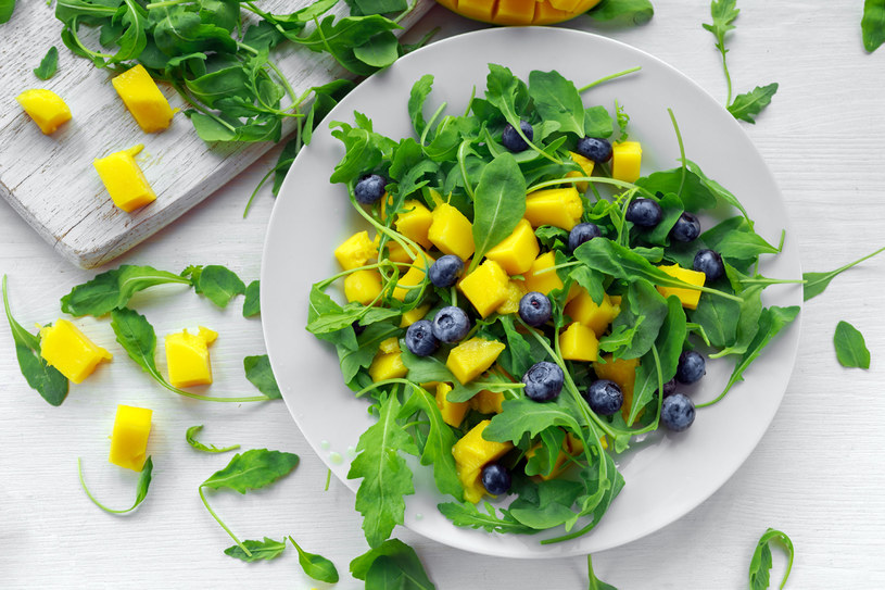 Sałatka z mango /123RF/PICSEL
