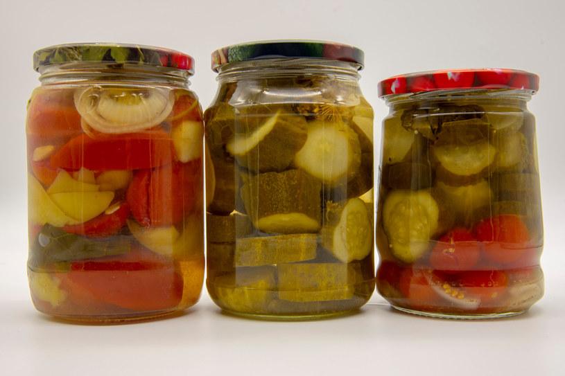 Sałatka z ogórków jest świetnym dodatkiem do potraw i dań mięsnych /Picsel /123RF/PICSEL