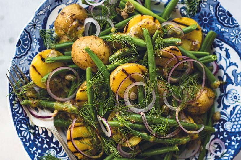 Sałatka z opiekanych ziemniaków /materiały prasowe