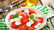 Sałatka z pieczonych pomidorów i mozzarelli