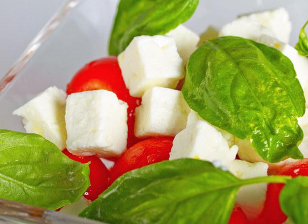 Sałatka z pomidorów i sera /123RF/PICSEL