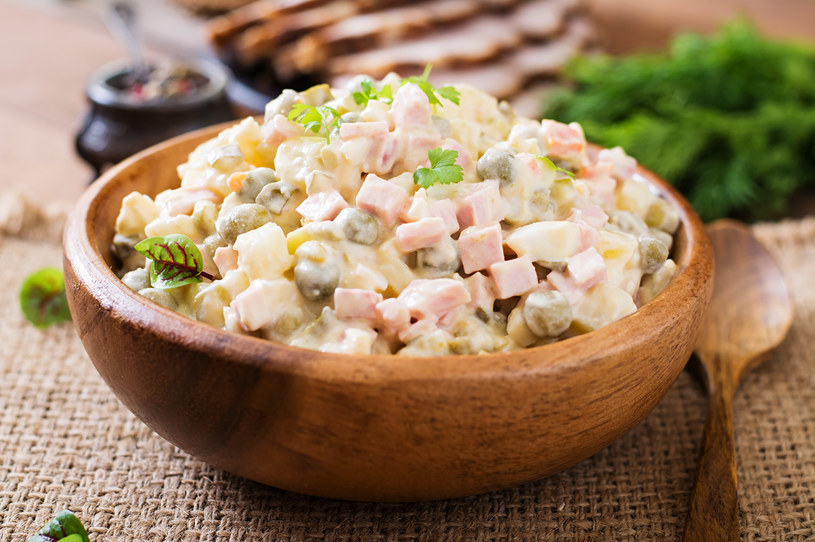 Sałatka z warzyw konserowych to prosty sposób na pyszną kolację /123RF/PICSEL
