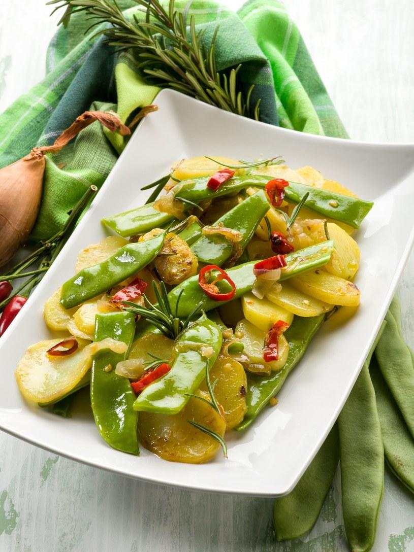 Sałatka z ziemniakami /123RF/PICSEL