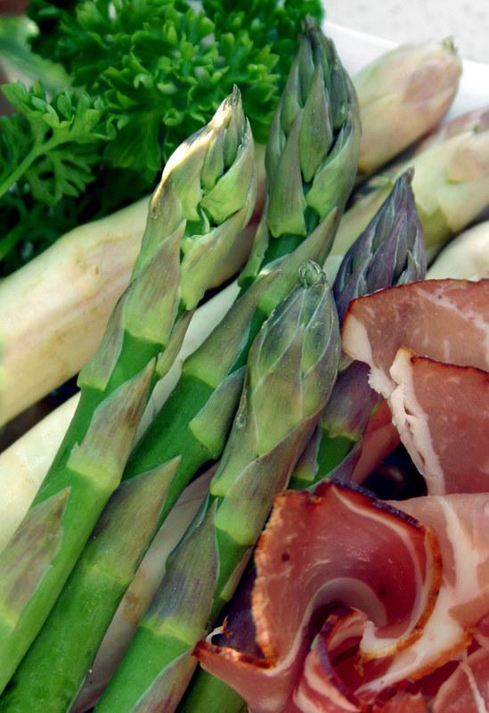 Sałatka ze szparagami jest bardzo smaczna /© Panthermedia