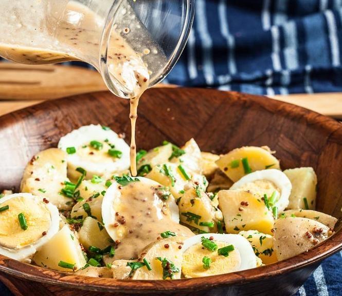 Sałatka ziemniaczana z jajkiem /© Photogenica