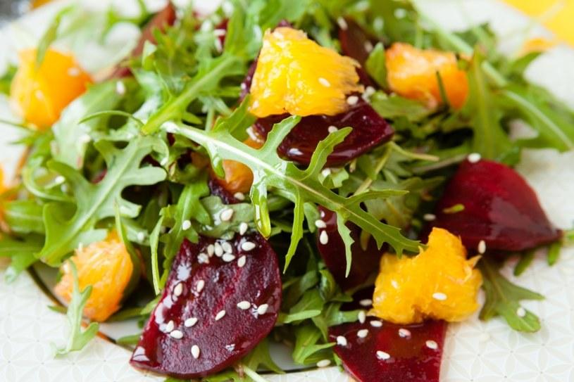 Sałatki to doskonały posiłek /©123RF/PICSEL