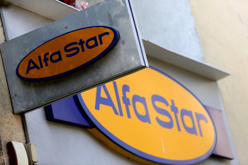 Salon firmowy biura podróży Alfa Star w Warszawie /Tomasz Gzell /PAP
