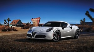 Salon Genewa 2013 - Alfa Romeo 4C Launch Edition