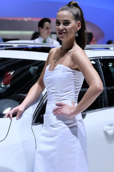 Dziewczyny salonu samochodowego w Genewie 2014
