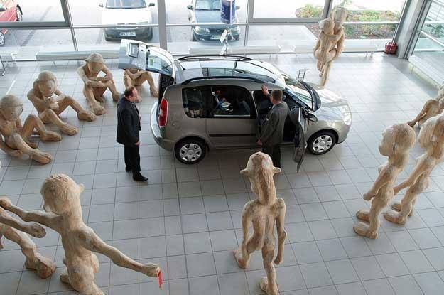 Salon samochodowy Skody, wystawa rzeźb Fot. Łukasz Jóźwiak /Reporter