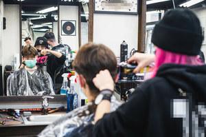 Salony fryzjerskie i kosmetyczne zamknięte. Rząd zaostrza restrykcje