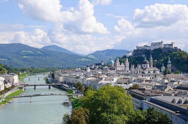 Salzburg jest jednym z najczęściej odwiedzanych przez turystów miejscowości w Austrii /123RF/PICSEL