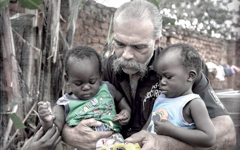 Sam Childers i afrykańskie sieroty /Kevin Evans /materiały promocyjne