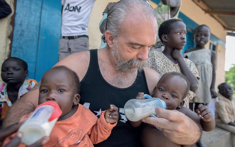 Sam Childers i jego podopieczni w afrykańskim sierocińcu /Kevin Evans /materiały promocyjne