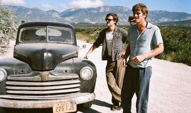 "Sam Riley i Garrett Hedlund w filmie ""On the Road"" /materiały prasowe"
