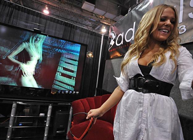 Samantha Zimmer z firmy Bad Girls prezentuje film porno w 3D /AFP