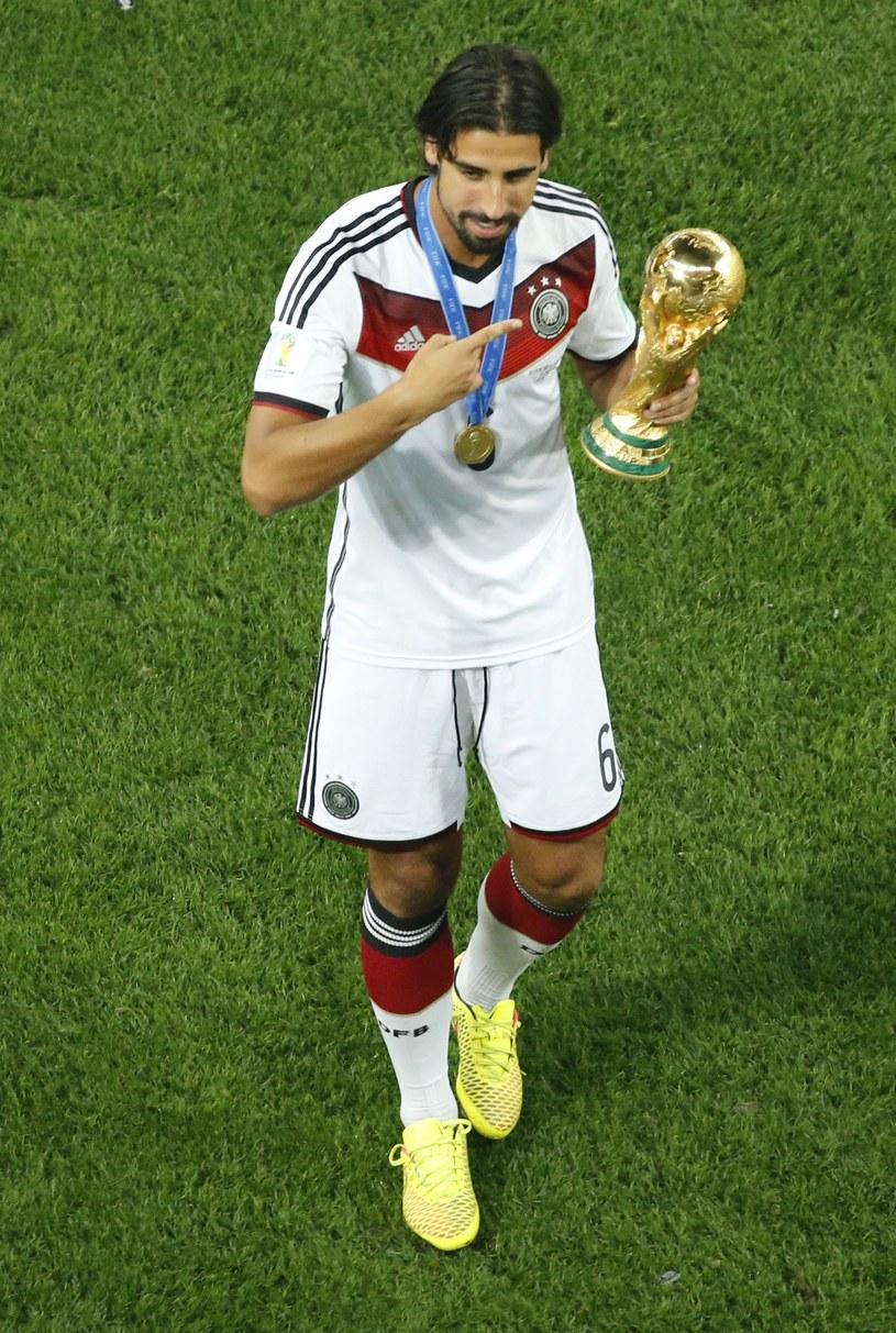 Sami Khedira z Pucharem Świata /AFP