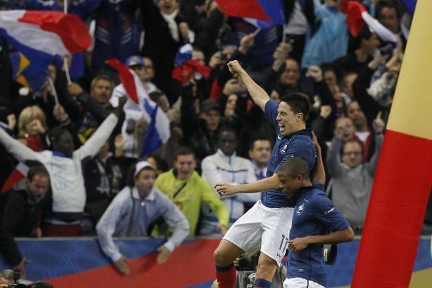 Samir Nasri (z lewej) zapewnił Francji udział w Euro 2012 /AFP