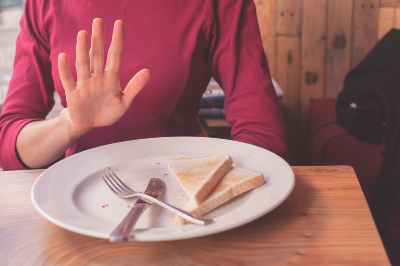 Samo ograniczenie glutenu nie wpływa bezpośrednio na zrzucenie zbędnych kilogramów /123RF/PICSEL