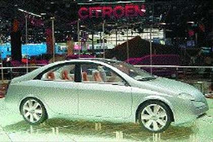 Samochód bez klamek /INTERIA.PL