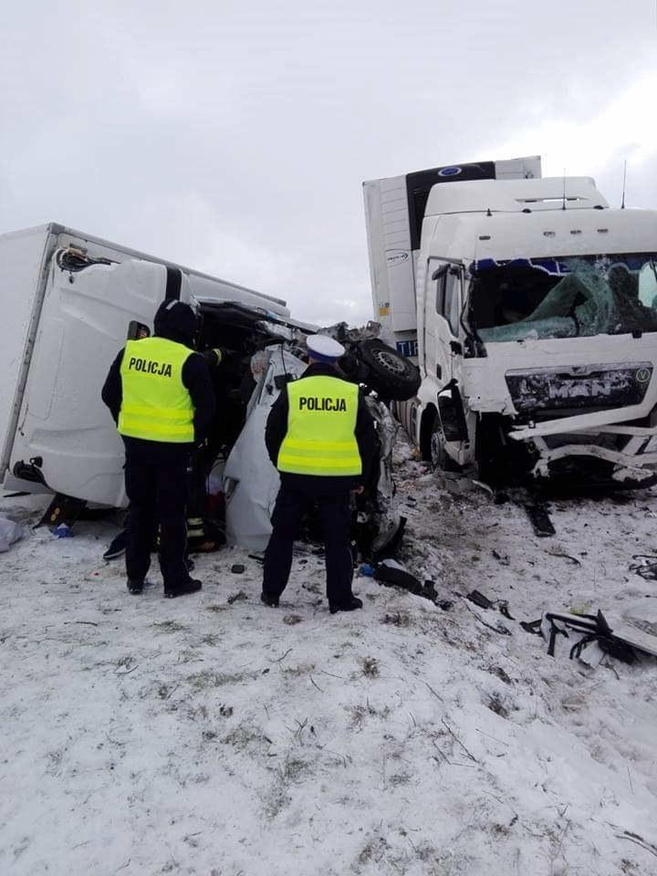 Samochód dostawczy zderzył się z cieżarówką /Podlaska Policja /Policja