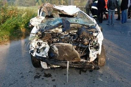 Samochód jest kompletnie zniszczony /Policja