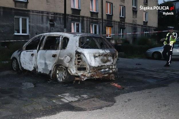 Samochód, który spłonął w Rybniku /Śląska policja /