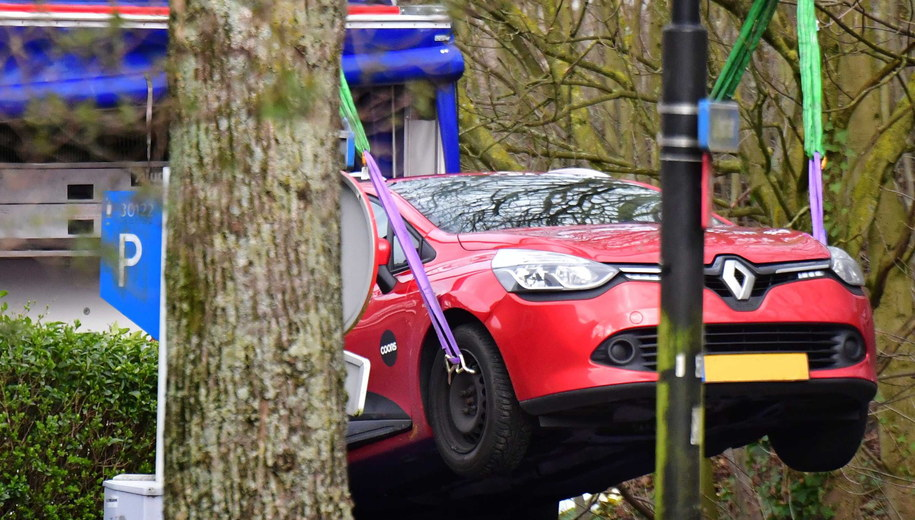 Samochód, którym Gokmen Tanis prawdopodobnie uciekł z miejsca zdarzenia /Robin Utrecht /PAP/EPA