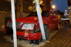 Samochód, którym mężczyzna uciekał przed policją (Autor zdjęć: Fakt.pl)