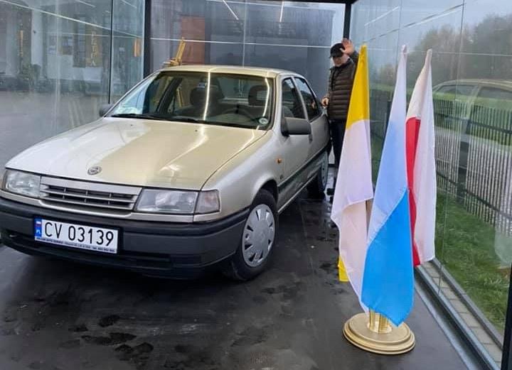 Samochód, którym miał podróżować Jan Paweł II / źródło: Facebook (Sanktuarium św. Jana Pawła II w Radzyminie - Nasz Papież) /Facebook