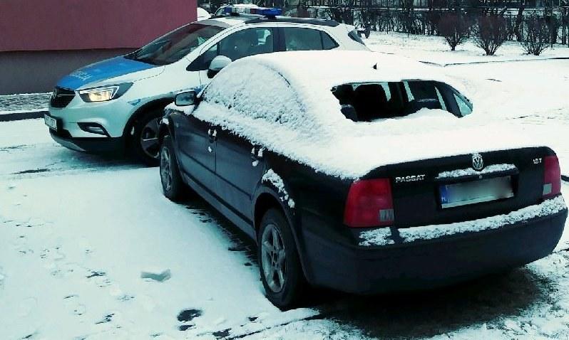 Samochód, którym poruszali się sprawcy napadu /http://pisz.policja.gov.pl /Policja