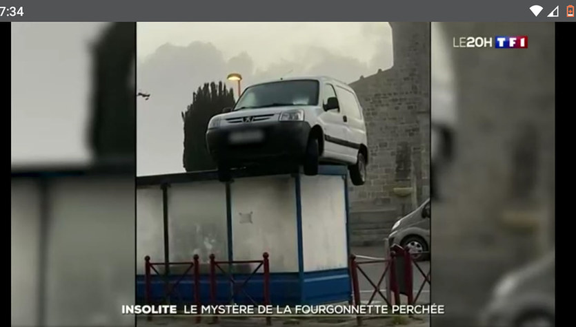 Samochód na dachu przystanku: Viralowa sensacja we Francji