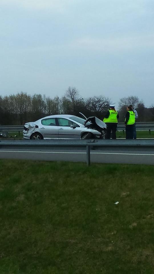 Samochód osobowy uderzył w barierki na trasie S7 /Łukasz /Gorąca Linia RMF FM