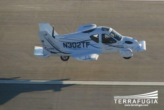 Samochód-samolot ma kosztować ok. 194 tysiące dolarów i latać poniżej pułapu 3 tys. metrów /materiały prasowe