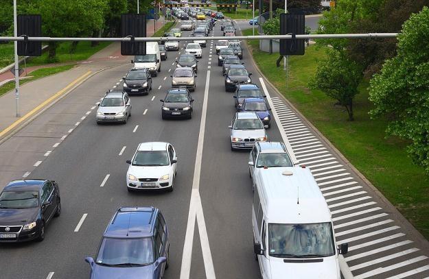 Samochód w mieście może palić mniej / Fot: Stanisław Kowalczuk /East News