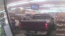 Samochód wjechał w witrynę supermarketu. Kierowca odpowie za wandalizm