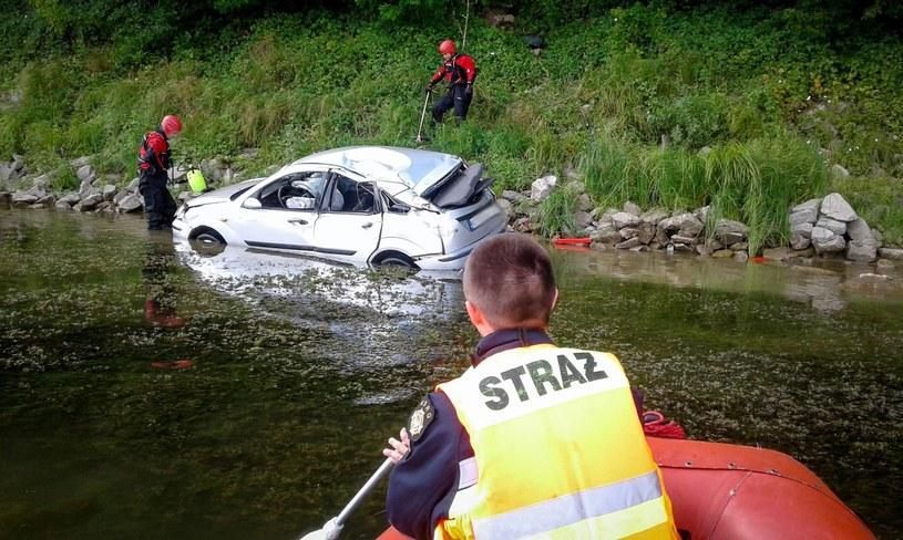 Samochód wpadł do Jeziora Rożnowskiego /Ochotnicza Straż Pożarna w Tęgoborzy /facebook.com