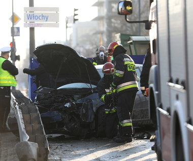 Samochód wypadł z drogi i na chodniku zabił pieszą