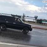 Samochód zapadł się pod jezdnię w Kolorado