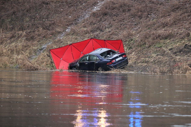 Samochód zauważył rano jeden z przechodniów / Lech Muszyński    /PAP