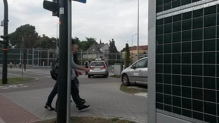 Samochód ZIKiT-u zaparkowany na chodniku /Przemysław Błaszczyk /RMF MAXXX