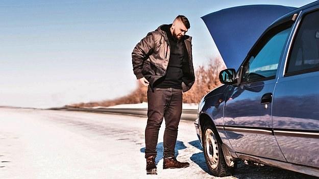 samochód zimą /Motor
