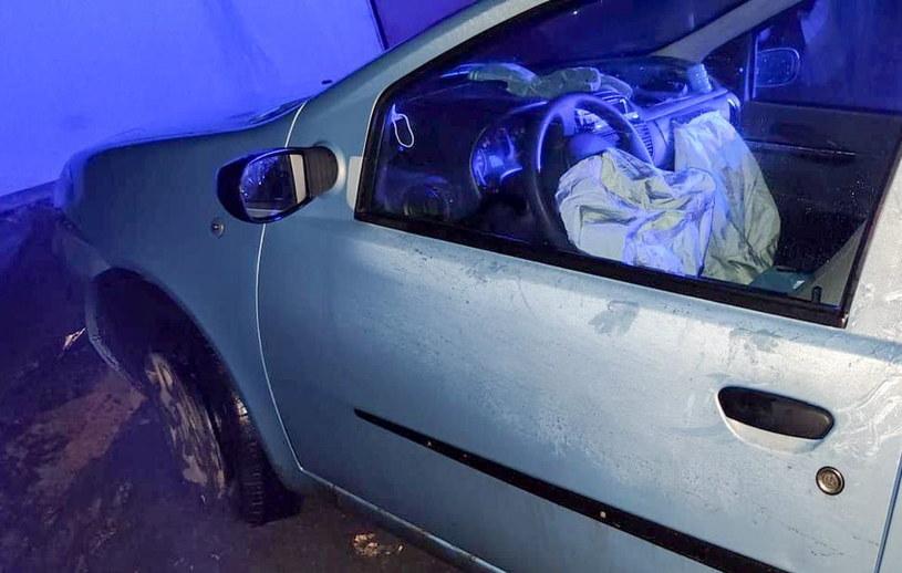 Samochód został zniszczony /Policja