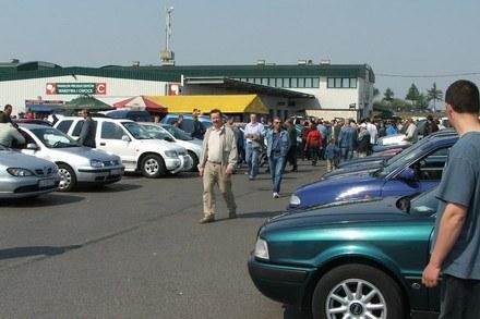 Samochodów z zagranicy znów przybywa /RMF/INTERIA
