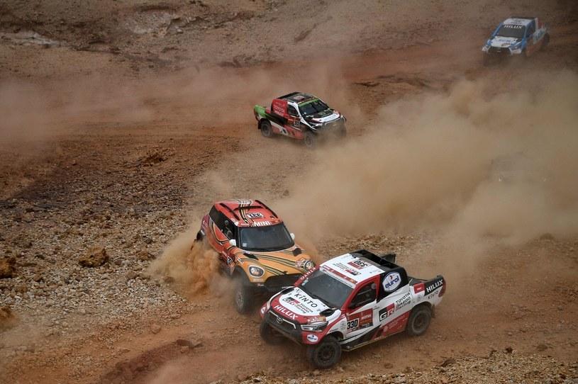 Samochodowa rywalizacja na trasie 5. etapu /FRANCK FIFE /AFP