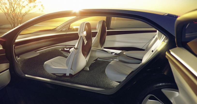 Samochody autonomiczne, elektryczne i komunikujące się ze sobą - taka będzie przyszłość motoryzacji /